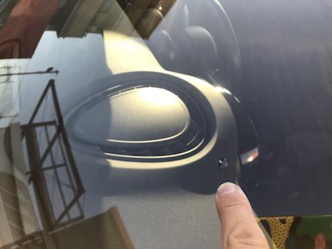 大きな出費にならない、フロントガラスのヒビ修理方法!