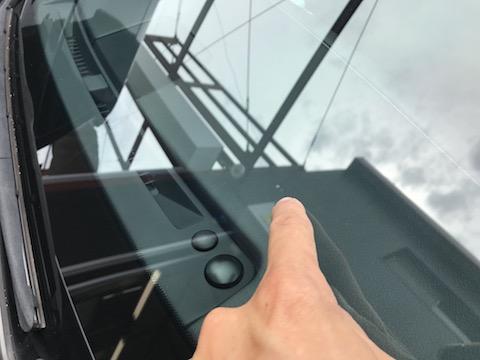 台風21号で飛来物によるフロントガラスのひび割れ直ります!