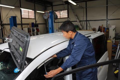高額修理になるルーフのヘコミも、デントリペアで短時間でお得に修理