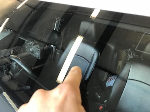 フロントガラスのウインドリペアは15,000円、40分で修理可能です!