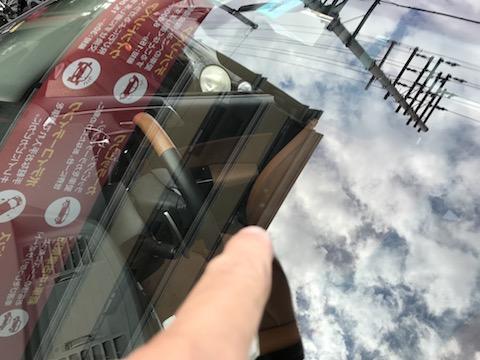 飛び石で複数の傷も、フロントガラス交換よりもお得に修理出来ます!