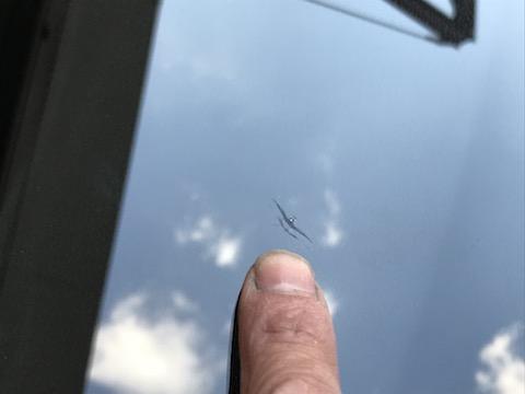フロントガラスが割れていると、車検に合格しません!高額な交換より安価な修理をお勧めします!