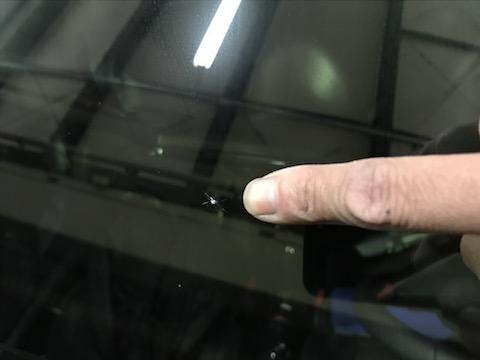 車のガラスが割れても、交換しないで修理出来る方法があります!