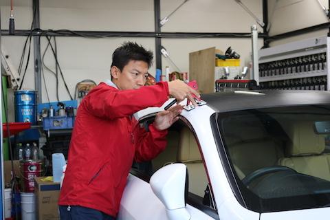 お客様おどろきの塗装しないヘコミ修理!アルミボンネットもお任せください。