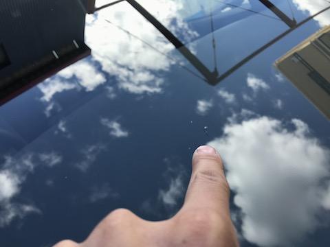 ウインドリペアというフロントガラスを直す方法なら交換しなくても大丈夫!