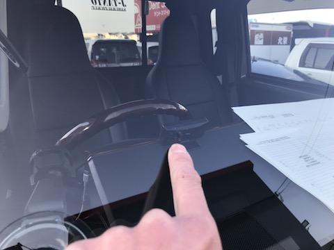 車のフロントガラスに大きな飛び石の傷・割れも直ります!