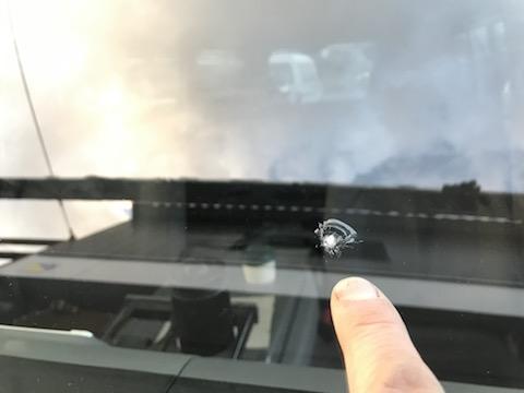 仕事用の車、時間の無い方に必見、フロントガラスの修理を40分〜で直します!