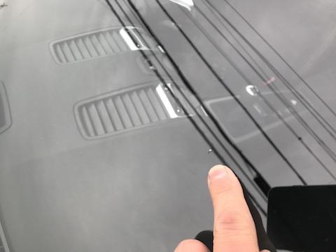 ポルシェのフロントガラスも、交換しないで修理で直す事が出来ます!
