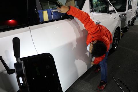 車のドア下側のヘコミ、デントリペアを断られる場所でも直します!