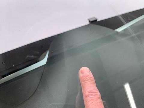 アルファロメオのフロントガラスに傷・割れ!ヒビが伸びる前に即日修理!