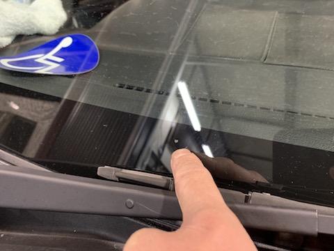修理出来ないフロントガラスの割れ・傷を直し、予約無くても即日施工!