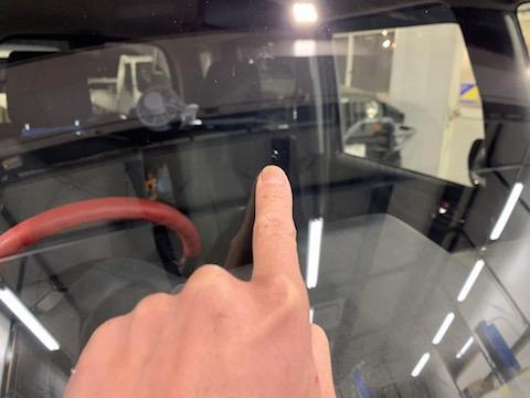 今日フロントガラスに飛び石被害にあったと緊急予約も修理可能です!