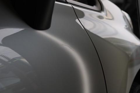 修理跡が残らない、査定士も気付かない、車に一番良い修理方法!