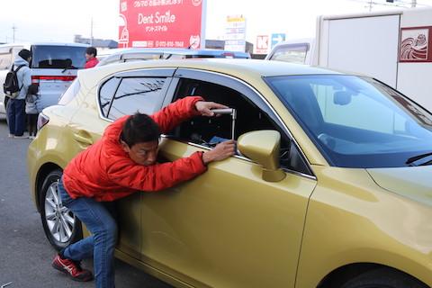 鈑金しなくても車のヘコミが直る!デントリペアとは?