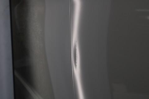 パネルの端っこの2重になった部分も、特殊工具や技術でヘコミ直し!