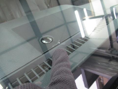 特殊加工されたフロントガラス、交換にならない様ウインドリペア で解決しましょう!