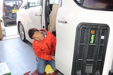 修理の仕方で愛車の価値が変わります!新車ならデントリペアのへこみ修理が最強!!