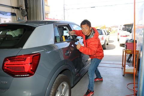 新車のヘコミ、まずはデントリペアで出来るかご相談ください!