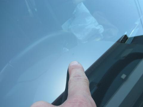 連休中でも、予約なくても、当日にフロントガラス修理可能です!