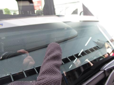 間に合った!修理できた!ひび割れたフロントガラス修理で不安を取り除きます!