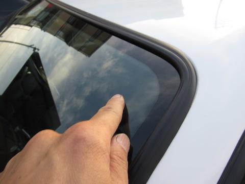 社外品・輸入ガラス交換後でも、飛び石被害で割れてもウインドリペアできます!
