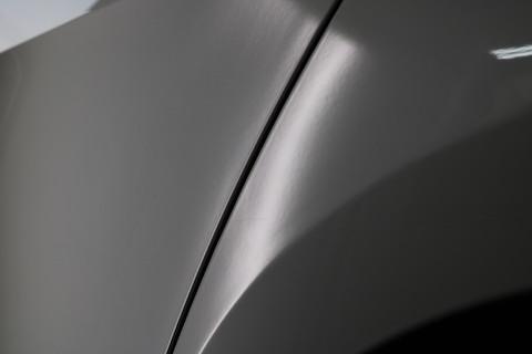 車のドアや内側ステップまで、いろんな箇所のヘコミ修理を直します。