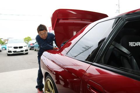 すごい!綺麗に直ってる!!長年、車好きのお客様もおどろきのヘコミ直し!