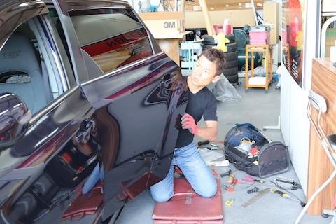 小さいヘコミ、鈑金・塗装まで大きな修理はしたくない方にオススメの修理方法!