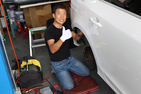 輸入車の硬いボディも、デントリペアでヘコミを押し出して綺麗に即時修理!