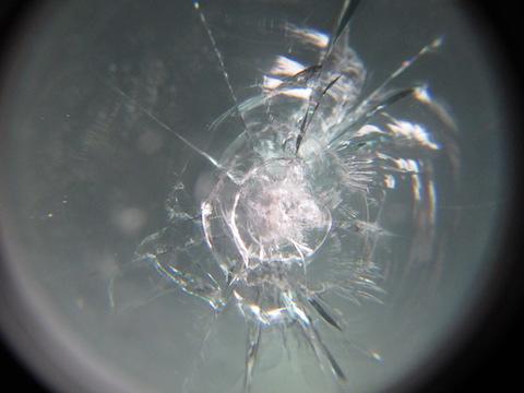 どこも断られて、最後の希望とご来店。ご期待にお応えするフロントガラス修理!