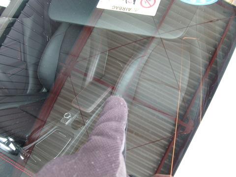 ベンツのフロントガラス修理、15,000円・40分~で直します!