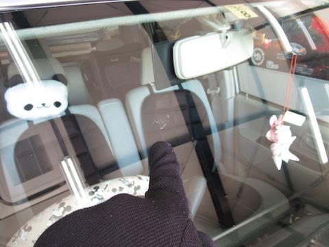フロントガラス修理を断られ滋賀からのご依頼、大阪のデントスマイルが直します!