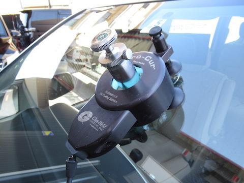 パチッと大きな音がしたら、フロントガラスのヒビ割れを確認ください!すぐに直せば被害を最小限に抑えれます!