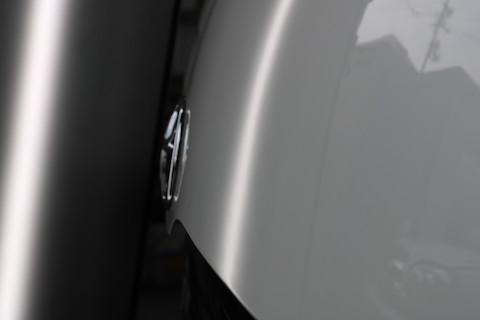 車のボンネットを閉める時にヘコミが!ボディは思ったより柔らかいんです!