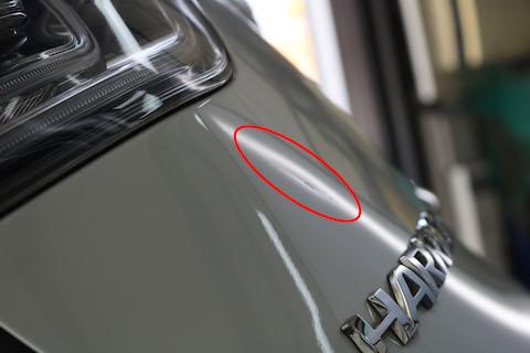 リアゲートのヘコミも、塗装しないデントリペアでお任せください!