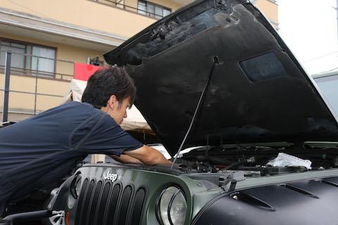 水温計がH表示・チェックランプ、出来るだけ早く車を停止してください!