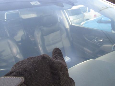 100円玉以上、2個重なったフロントガラスのヒビ割れは直せないと断られた傷を治します!
