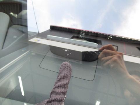 フロントガラスの飛び石の傷、100円玉を超えて修理出来ない傷を直します!