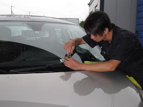 ご安心ください、フロントガラスのひび割れ修理、限界超えても直します!