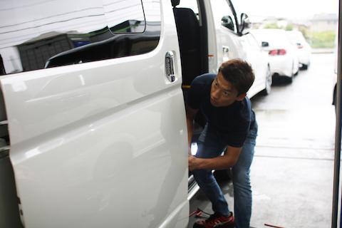 車のヘコミ修理は、裏から押して元に戻すデントリペアが品質・コスパ最強!