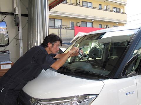 飛び石被害は、早期修理でフロントガラスの交換を防止!