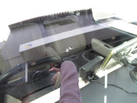 高速で小石が当たってフロントガラスが割れたら、すぐに修理致します!