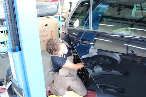 ショッピングモールなどの駐車場でのドアパンチ被害で一番ベストな修理のデントリペア