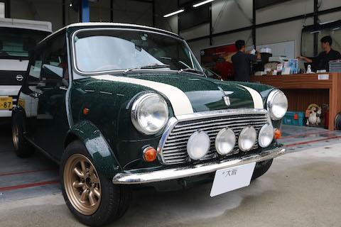 旧車のヘコミ修理も、塗装しないデントリペアで綺麗に修理!