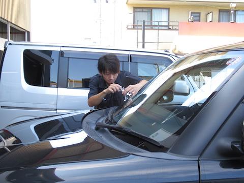 大阪でウインドリペア施工(フロントガラス割れ修理)を即日対応します!
