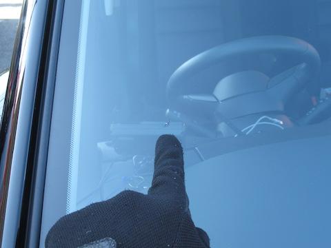 フロントガラスで一番弱い端っこの飛び石の傷も直ります!