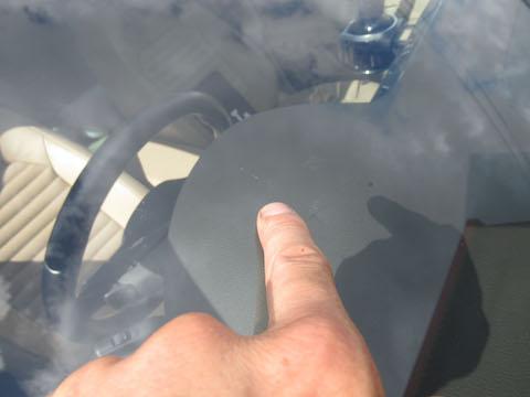 ウインドリペアというアメリカの特殊技術で、フロントガラスの傷・割れを綺麗に仕上げます!