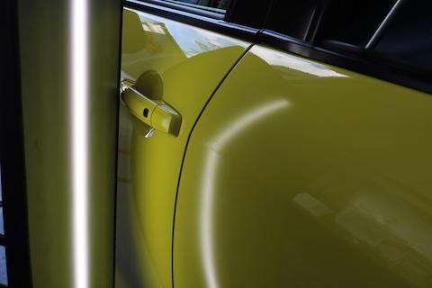 デントリペアという笑顔になる車のヘコミ修理技術をご用意しております!