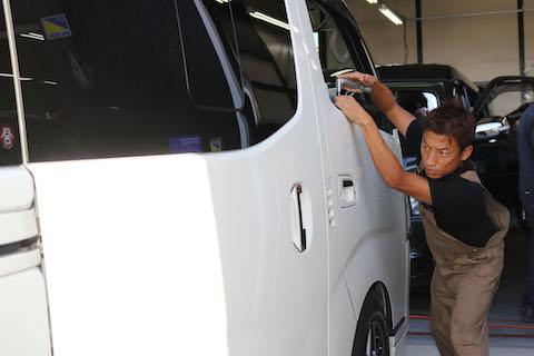信じられない、感動する車のヘコミ直し技術、デントスマイルで体験ください!