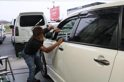 車の小さいヘコミに大きな出費はしたくないとあきらめないで下さい!8,000円〜直る修理があります!